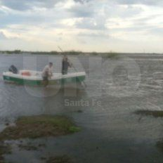 Santa Fe: rescataron a cuatro náufragos luego de que se les diera vuelta su embarcación