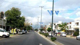 Facundo Zuviría se viste de celeste y blanco para homenajear a la bandera