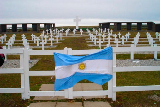 Malvinas: comienza la identificación de las tumbas de Darwin