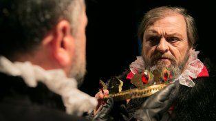 De la política a la oscuridad: un elenco santafesino invita a viajar por las tramas de Shakespeare