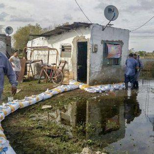 el municipio trabaja en la zona de vuelta del paraguayo por la crecida del rio parana