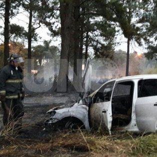 Se incendió un auto frente a La Tatenguita