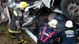 murio un camionero al caer el vehiculo desde el puente de malabrigo