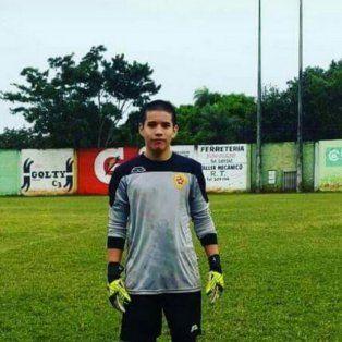 joven futbolista recibio un pelotazo en el estomago y murio