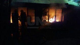 Se incendió la vivienda de los vecinos de Carlos Reutemann en barrio Guadalupe