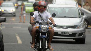 buscan prohibir la circulacion de mas de una persona por moto