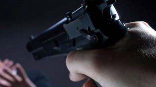 detuvieron a un militar retirado por amenazar de muerte a su mujer con un arma