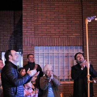 Nuevo servicio. El intendente José Corral con el secretario de Gobierno y precandidato a concejal, Carlos Pereira, en el acto de inauguración.
