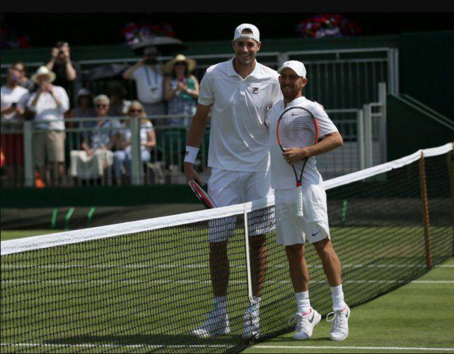 La foto más insólita de Wimbledon: el día que David venció a Goliat