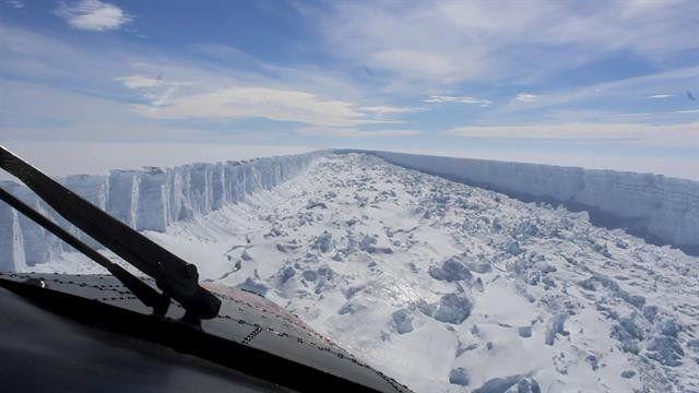 Grieta en la Antártida: el Ministerio de Defensa publicó fotos de un vuelo de reconocimiento
