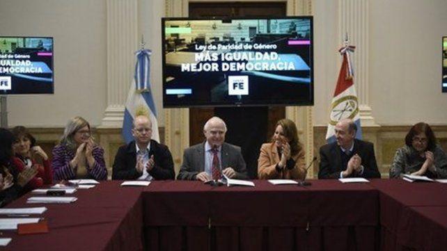 Lifschitz presentó un nuevo proyecto de ley de paridad de género para la provincia