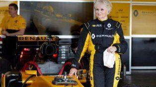 Una señora de 79 años manejó un Fórmula 1
