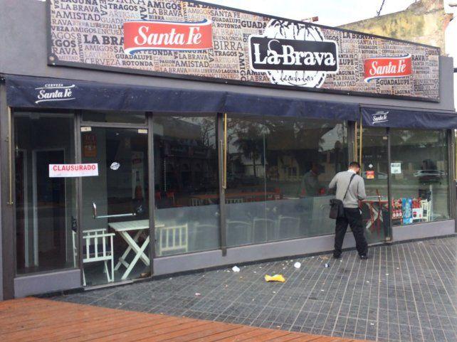 El bar clausurado está ubicado en Italia al 7500