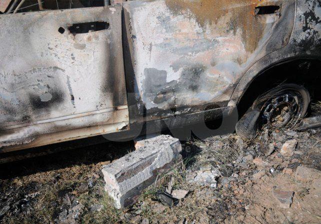 Santo Tomé: dos autos quemados con diferencia de minutos en el Bº Monseñor Zazpe
