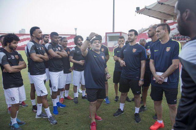 Maradona puso en marcha su ciclo en Al Fujairah
