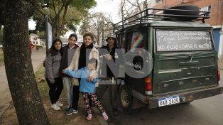 Una familia uruguaya, que recorre América en una Ford Willys del 68  pasó por Santa Fe