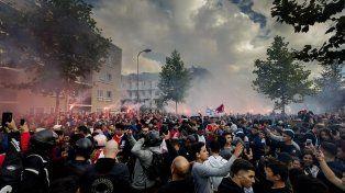 Masivo homenaje al futbolista de Ajax que sufrió un daño cerebral
