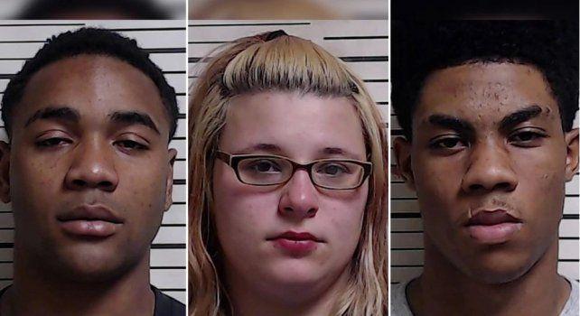 Los tres detenidos. Laadolescente fue golpeada y forzada a tener sexo oral en transmisión en vivo por estas tres personas.