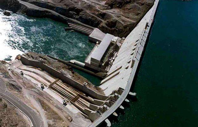 El gobierno de Mauricio Macri apunta a reactivar la obra de la represa Néstor Kirchner