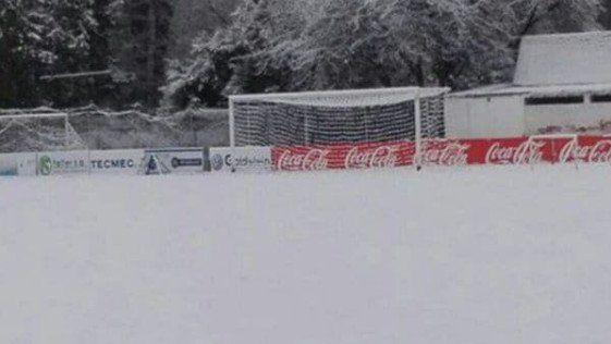 Como en la Bundesliga: Una cancha de Mendoza amaneció bajo la nieve