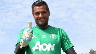 Sergio Romero sigue en el Manchester United: renovó contrato por cuatro años