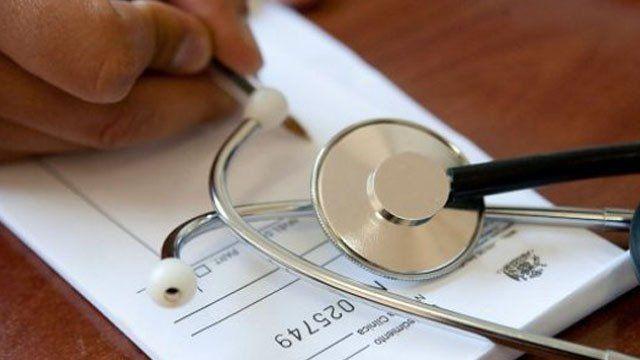 Cómo y dónde denunciar a los médicos que cobren plus