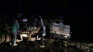 Choque y vuelco entre dos camiones sobre la autopista Santa Fe-Rosario