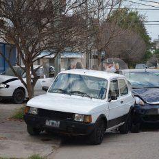 Accidente en Bº Candioti Norte: chocó dos autos estacionados sobre calle Belgrano