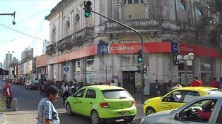 [Video] Automovilistas enojados con los peatones de San Martín que cruzan en rojo