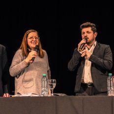 Marcos Castelló , precandidato a concejal, y Liliana Loyola , representante de la Asociación Civil Generar y especialista en Violencia de Genero junto a los precandidatos Jorgelina Mudallel y Federico Lombardi de Somos La Capital