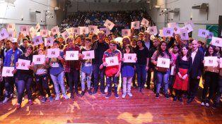 La provincia entregó becas a estudiantes secundarios de la ciudad de Santa Fe