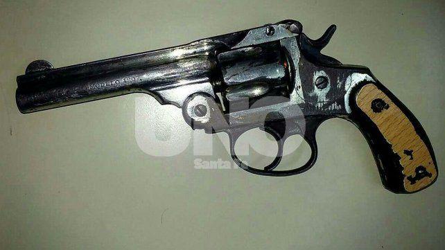 Violencia de género: secuestraron un revólver cargado de balas y sigue prófugo el hombre denunciado