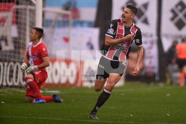 Chacarita volvió a Primera con un exjugador de Unión como máxima figura