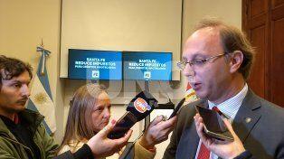 El ministro de Economía adelantó que se terminará de definir el mecanismo para abonar el aumento en reunión de gabinete.