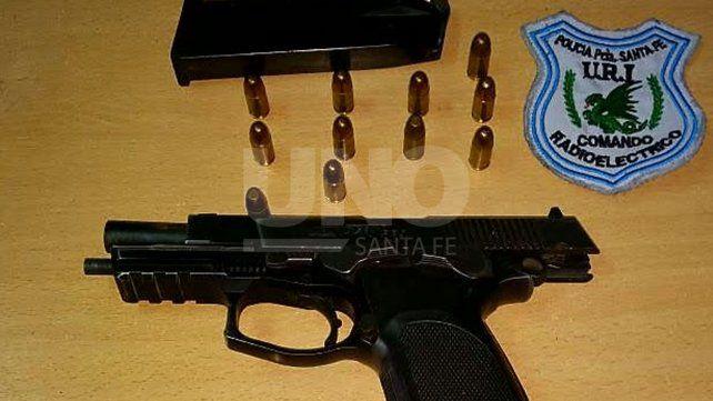 Detuvieron a un suboficial penitenciario con un arma a la que había denunciado como robada