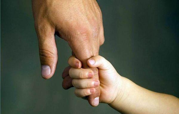 Adopción excepcional: otorgan la guarda de un niño que fue entregado por su mamá