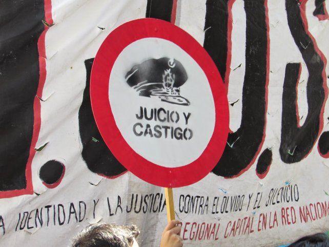 Ofrecen 500 mil pesos por un coronel del Ejército prófugo en Santa Fe por delitos de lesa humanidad