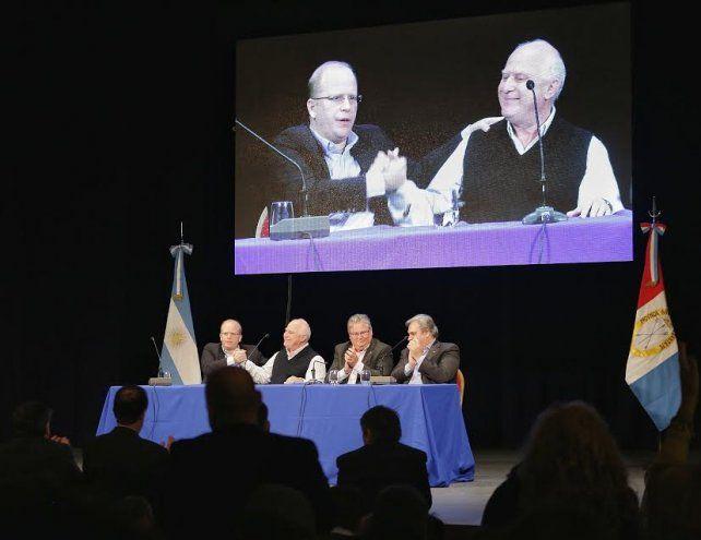 Fuerte apoyo de intendentes y jefes comunales del FPCyS a Luis Contigiani