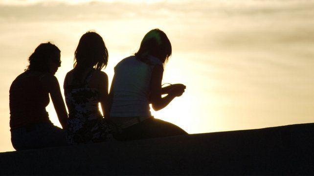 El hombre debe casarse; y la mujer, tener amigas