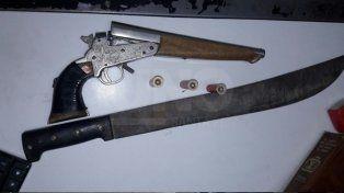 En un operativo de tránsito secuestraron un pistolón y un machete