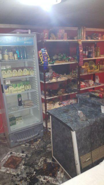 Investigan el incendio y robo a un local comercial en barrio Los Hornos