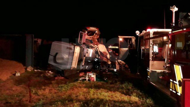 Impactante choque de camiones en la autopista a Santa Fe-Rosario