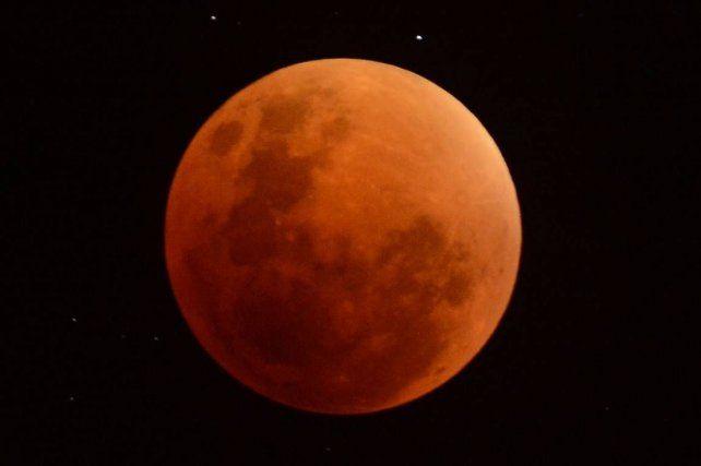 El segundo eclipse de luna de este año se producirá hoy
