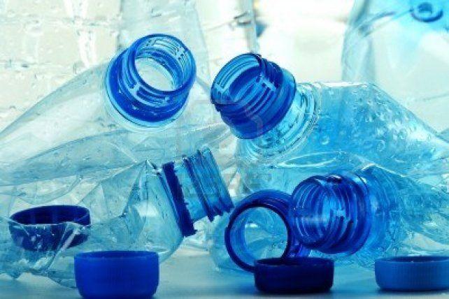 Confeccionan cartuchos de tinta ecológicos hechos con botellas de plástico