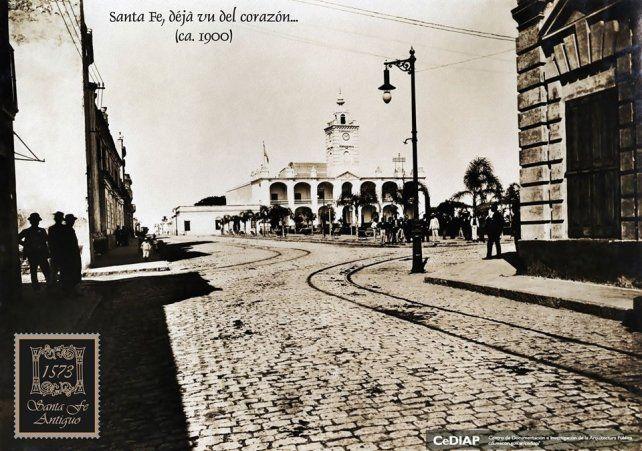 Cabildo y Plaza Principal (ca. 1900).Fotografía: Santa Fe Antiguo. CeDIAP (Centro de Documentacióne Investigación de la Arquitectura Pública)