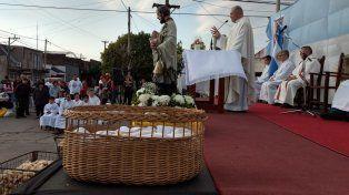 Celebración. En la esquina de Genesio y Alberdi se realizó la misa central