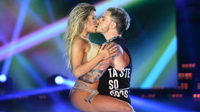 El beso infernal entre Fede Bal y Laurita Fernández en el Bailando