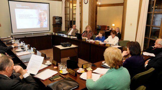 Balagué presentó las políticas educativas de Santa Fe ante la Academia Nacional de Educación