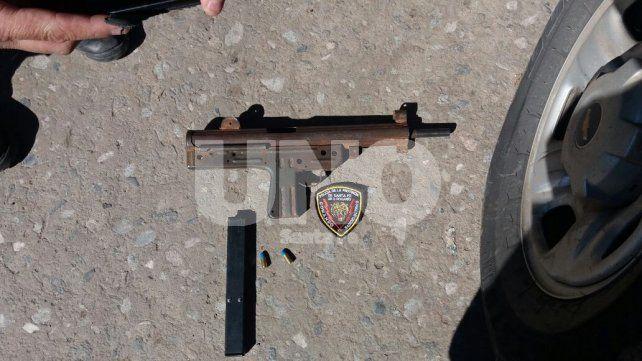 Secuestraron una pistola ametralladora cargada en Rosario y es la cuarta en lo que va del año