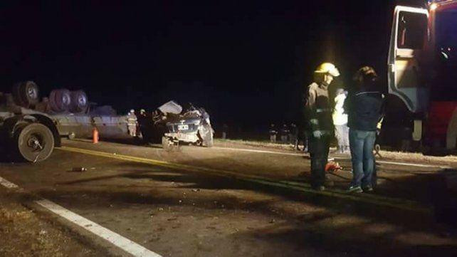 Cuatro personas murieron al chocar dos camiones y un auto cerca de Pergamino